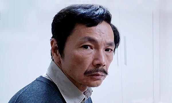 Bố Sơn (NSƯT Trung Anh) để lộ tình tiết quan trọng của phim.
