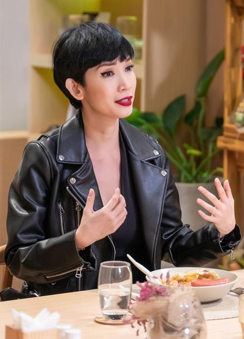 Xuân Lan trò chuyện tại chương trình.