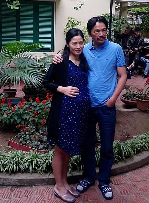 Trong Về nhà đi con, Thúy Hà cùng lúc đảm nhận hai vai. Cô từngđảm nhận vai người vợ quá cố của ông Sơn, vì sinh Dương (Bảo Hân) mà qua đời.