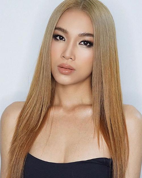 Kiểu makeup sắc sảo với lông mày rậm, môi tều màu nude giúp Hoàng Linh được nhiều người khen ngợi nhan sắc. Không ít khán giả khuyên cô nên thử sức ở các cuộc thi Hoa hậu giống chị gái.