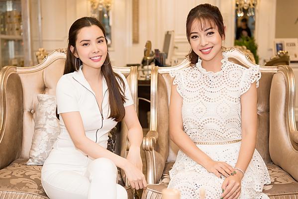 Huỳnh Vy và Jennifer Phạm trong Du ký cùng hoa hậu.