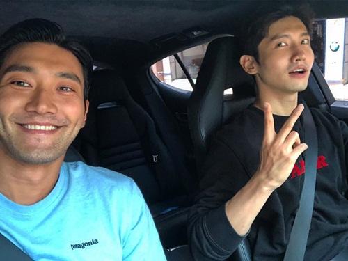 Si Won (SuJu) và Chang Min (TVXQ) hẹn hò riêng.