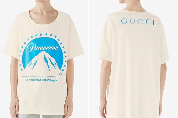 Chiếc áo in logo ngọn núi tuyết là một sản phẩm kết hợp giữa Gucci và hãng phim đình đám Paramount. Nhà mốt Italy bày bán thiết kế với kiểu dáng, hình in rất đơn giản này với giá 590 USD (gần 14 triệu đồng).