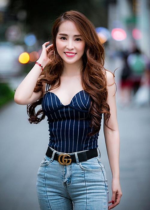 Sau ly hôn, Quỳnh Nga ngày càng chuộng phong cách sexy. Cô muốn trở lại với nghệ thuật.