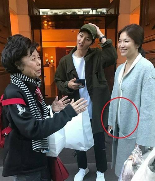 Cặp đôi sang Pháp nghỉ dưỡng trước khi làm đám cưới. Nhiều người nghi ngờ Song Hye Kyo có bầu.