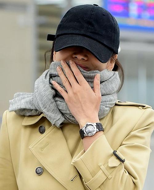 Đầu 2019, Song Hye Kyo nhiều lần trở thành mục tiêu của truyền thông khi không đeo nhẫn cưới. Trước đó, cô luôn quý trọng chiếc nhẫn này, đeo trên tay mọi lúc mọi nơi. Người hâm mộ không khỏi thắc mắc về điều này, cho rằng mối quan hệ của Song - Song đang gặp trục trặc.
