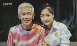 Quyết tâm 'học giỏi, xây nhà to' của nữ sinh 18 năm sống với ông bà
