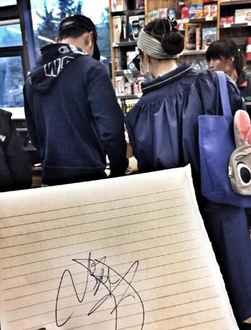 Vào 25/6, Phạm Băng Băng xuất hiện ở tiệm sách.