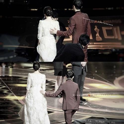 Song Joong Ki luôn theo sát, bảo vệ Song Hye Kyo,
