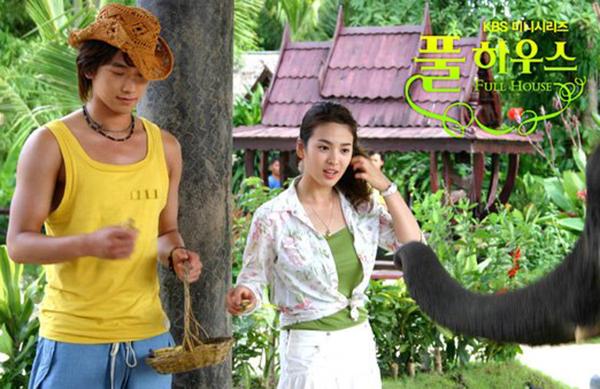 Ngôi nhà hạnh phúc là bộ phim giúp tên tuổi của Song Hye Kyo vươn xa khắp châu Á, trở thành đại diện tiêu biểu của làn sóng Hallyu. Bằng chứng cho độ hot của nữ diễn viên là những kiểu trang phuc, cách làm đẹp của cô trong phim đều trở thành hình mẫu cho hàng triệu cô gái trẻ.