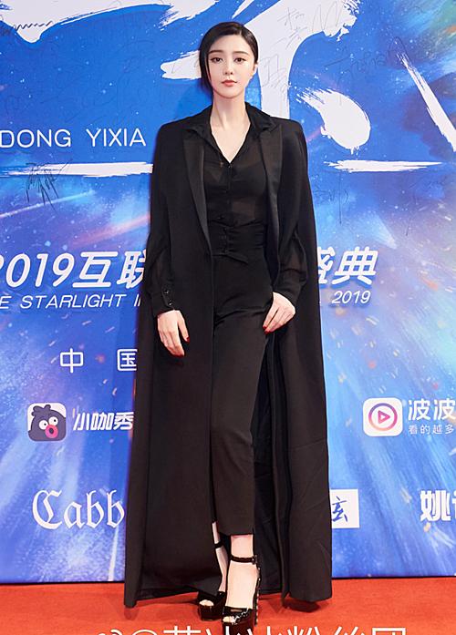 Đầu tháng 6, nữ diễn viên xuất hiện với thân hình gọn gàng.