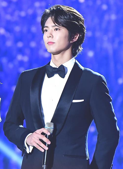 Park Bo Gum được chú ý nhiều hơn sau khi vào vai Choi Taek - thiên tài chơi cờ vây - trong Reply 1988 (2015). Anh trở thành ngôi sao, được nhiều đạo diễn, nhãn hàng lớn săn đón.