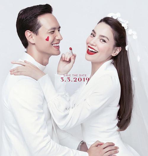 Đôi uyên ương được khen có tướng phu thê khi diện đồ trắng, chụp chung một bộ hình giống ảnh cưới.