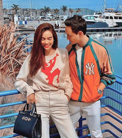 Trang phục của cả hai thường đến từ những thương hiệu cao cấp.