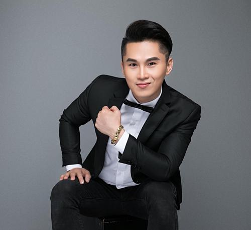 Ca sĩ Du Thiên.