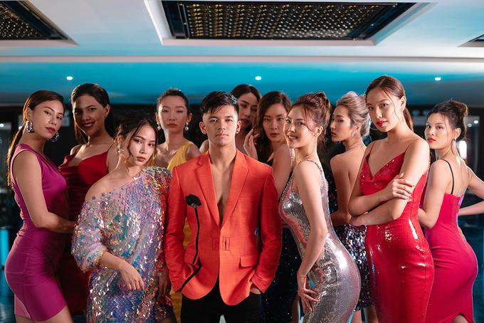 """<p> Nam ca sĩ chia sẻ: """"Phụ nữ Việt Nam đẹp, tự tin và độc lập. Không cần tìm kiếm đâu xa, ngay quanh chúng ta là rất nhiều vẻ đẹp đáng ngưỡng mộ"""".</p>"""