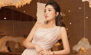 Kỳ Duyên diện váy sexy, mix cùng phụ kiện 1,5 tỷ đồng