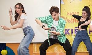 Ngô Kiến Huy đón sinh nhật 'vui nổ trời' cùng hội bạn siêu lầy
