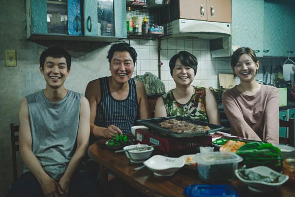 Gia đình nghèo họ Kim trong phim.