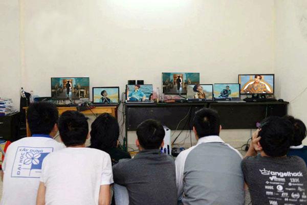 Cảnh tượng fan đua nhau cày view cho Sơn Tùng.