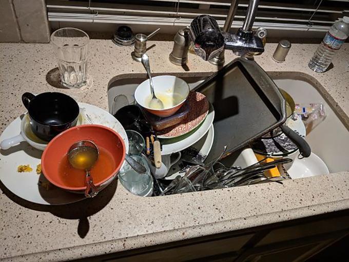 <p> Họ không quan trọng việc rửa sớm hay muộn, khi nào hết bát đĩa để ăn thì họ mới có ý định dọn dẹp.</p>