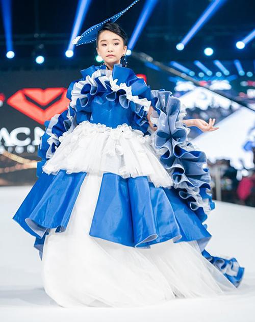 Vie Fashion Week là một trong những sự kiện thời trang lớn nhất tại Dubai với sự góp mặt của hàng nghìn tín đồ thời trang là các siêu mẫu, nghệ sĩ, ca sĩ,...nổi tiếng khắp thế giới.