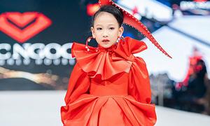 Dàn mẫu nhí Việt trên sàn diễn thời trang ở Dubai