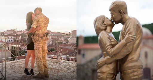 Bức tượng tái hiện cảnh đại úy Yoo (Song Joong Ki) và bác sĩ Kang (Song Hye Kyo) trao nụ hôn ngọt ngào.