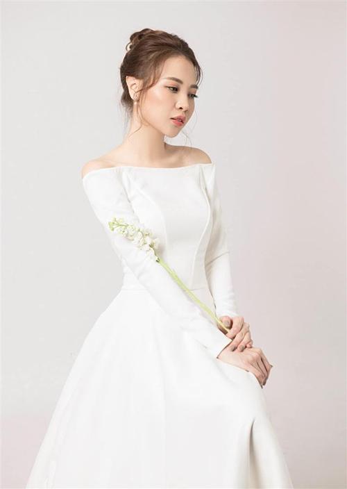 Váy cưới Đàm Thu Trang mặc trong hôn lễ.