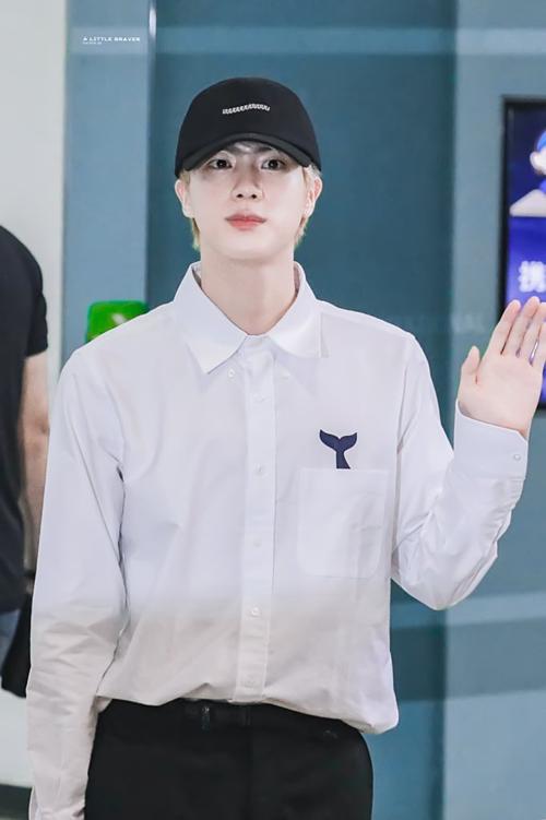 BTS hút sự chú ý tại sân bay, bộ đôi HopeKook khiến fan hú hét - 7