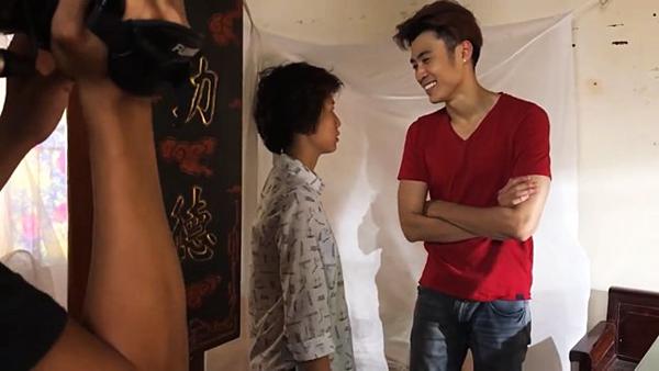Con trai cô Hạnhbất ngờ khi nhìn thấy Ánh Dương trong nhà mình.