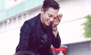 T.O.P tránh truyền thông, cúi chào từng fan sau khi xuất ngũ