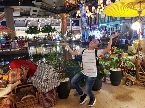 Huỳnh Lập nhí nhố khi đi chơi Thái Lan.