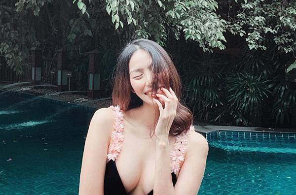 Vóc dáng có da có thịt hơn trước giúp Lan Khuê thêm phần sexy. Cô nhận được nhiều lời khen vì vẻ ngoài rạng rỡ.