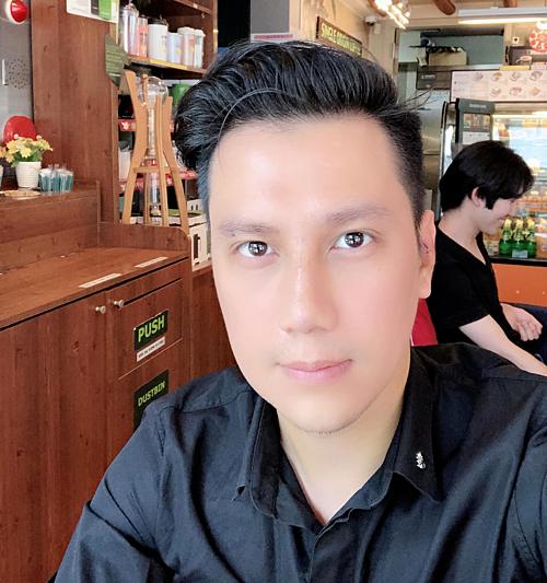 Gương mặt Việt Anh lúc mới phẫu thuật.