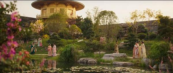 Bối cảnh được đầu tư kỹ lưỡng để phù hợp với thời điểm lịch sử trong phim