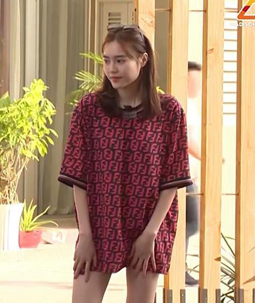 Lan Ngọc mặc áo thùng thình trong Chạy đi chờ đi tập 13.