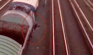 Chàng trai bị điện cao thế giật khi trèo lên nóc tàu chụp selfie