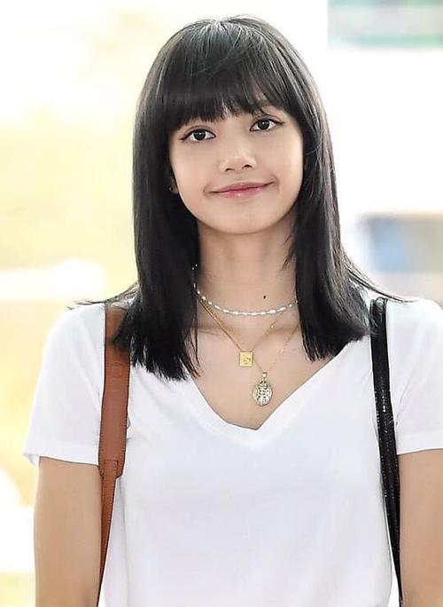 Sức hút của idol người Thái được chứng minh bằng việc chỉ cần nhuộm tóc, cô nàng ngay lập tức lên top trendingtại 8 quốc gia: Thái Lan, Malaysia, Indonesia, Singapore, Philipines, Pháp, Ý, Brazil.