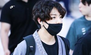 Thời trang sân bay của Jung Kook (BTS) khiến hanbok cách tân 'cháy hàng'