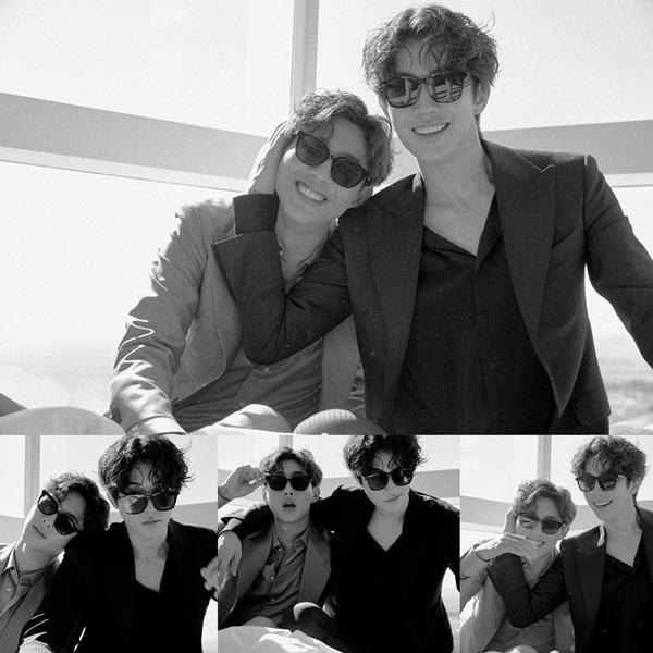 Kim Ji Soo (trái) và Nam Joo Hyuk chụp bộ ảnh đôi tình bể bình.