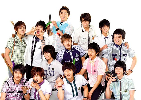 Năm 2005,Super Junior ra mắt với đội hìnhbao gồm 12 thành viên, sau đó 1 năm bổ sung thêm Kyu Hyun thành 13 người.