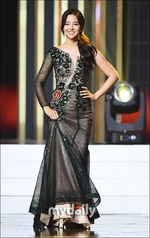 Dù tân hoa hậu không tiết lộ nhiều về đời tư nhưng nhiều khán giả vẫn nhận ra cô là trâm anh thế phiệt, con gái một CEO nổi tiếng ở Hàn Quốc.