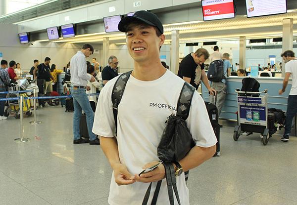 Công Phượng tại sân bay sáng nay. Ảnh: Fanpage CLB Bóng đá Hoàng Anh Gia Lai.