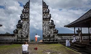 Khách du lịch 'sốc' với cổng trời ở Bali ngoài đời thực