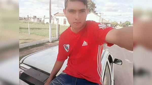 Thủ môn Ramos Ismael Coronel.