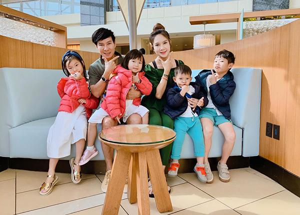Gia đình Lý Hải - Minh Hà đưa bốn con sang Mỹ du lịch.