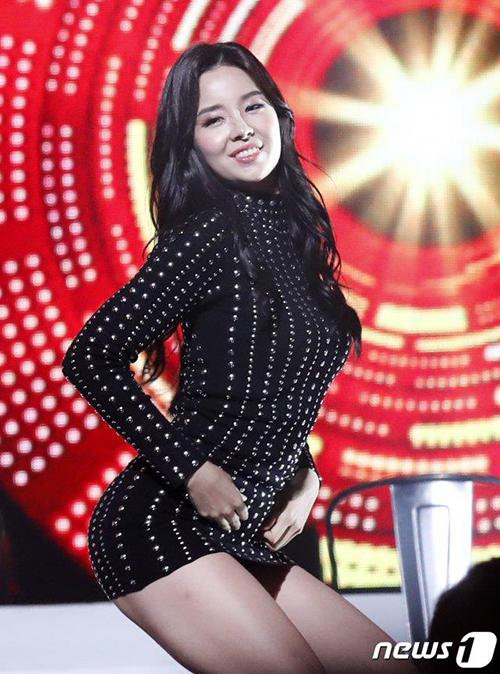 Không chỉ có vẻ đẹp hiền hòa kiểu minh tinh, Kim So Yeon còn có thân hình rất gợi cảm.