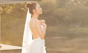 Váy cưới làm trong 500 giờ của Đàm Thu Trang