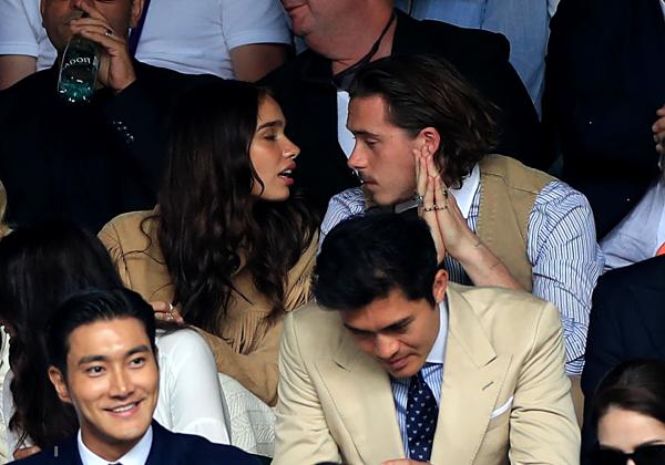 Cậu cả nhà Beckham mặc đồ như cụ già đi xem chung kết Wimbledon - 2